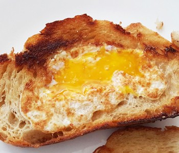 egg in a hole recipe 350
